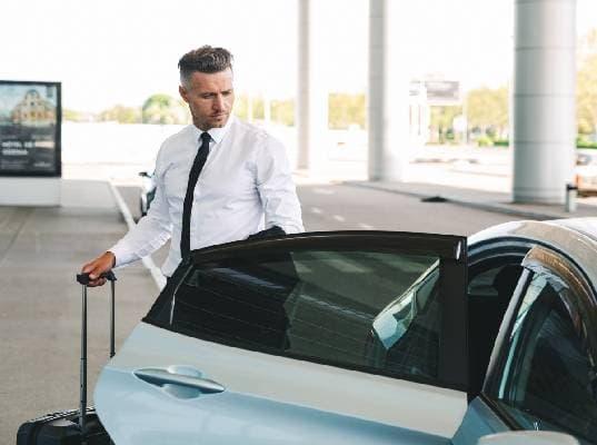 Votre chauffeur VTC à l'Aéroport de Nice à vbotre service 24h/24 et 7j/7